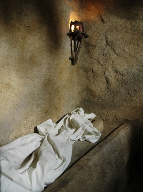 The grave clothes of Jesus were still in place (John 20:1-7)
